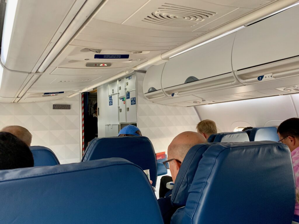 Delta airlines 717 cabin