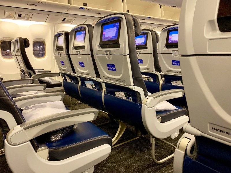 United Airlines 767 economy cabin